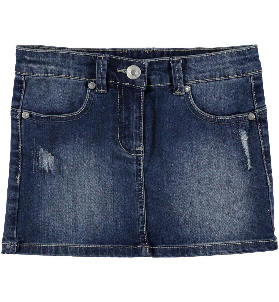 best service 4f5d8 f9a5b Minigonna di jeans elasticizzato arricchita da sabbiature e scalfitture per  bambina da 6 a 16 anni Sarabanda