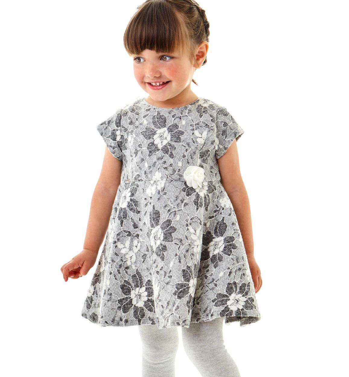 newest 9d941 8636a Raffinato abito a manica corta in pizzo per bambina da 6 mesi a 7 anni  Sarabanda