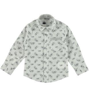 Camicia in popeline stretch di cotone stampata con motivo biciclette sarabanda BIANCO-BLU-6T66