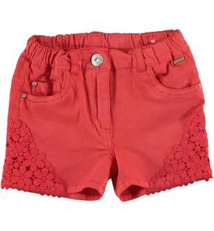 Raffinato shorts in twill stretch di cotone con inserti in pizzo sarabanda ROSSO-2152