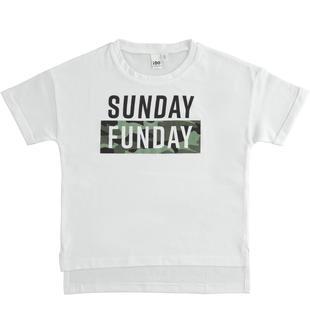 T-shirt modello particolare con grafiche diverse ido